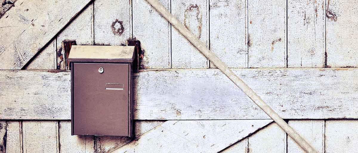 Briefkasten an Hauswand